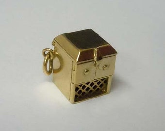 14Kt Gold 3D Movable Victrola Record Player Charm Pendant