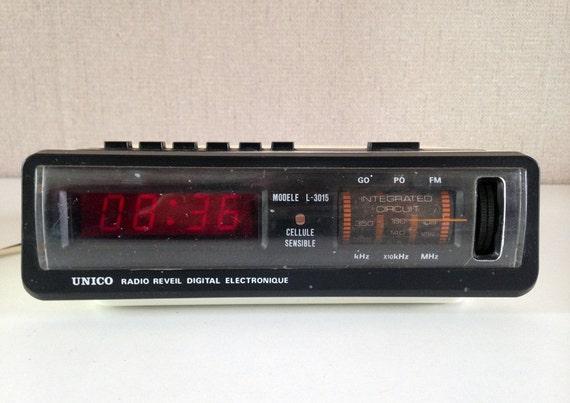 radio r veil vintage digital lectronique unico mod le l 3015. Black Bedroom Furniture Sets. Home Design Ideas