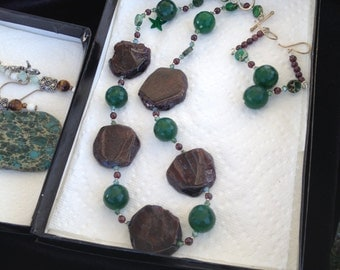 Garnet and Emerald with small garnet beads necklace set