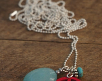 Necklace with jade stone and leaf