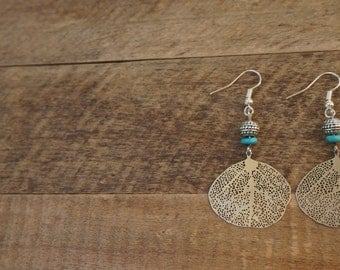 Elegant earrings with silver rings and a silver and turquoise bead