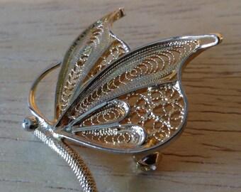 Spilla in filigrana d'argento 800 placcato in oro 750 con motivo a farfalla.