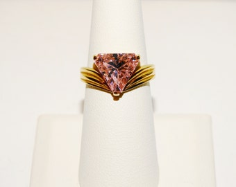 Vintage 18k gold plated Pink Stone Ring.