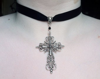Choker with big cross pendant and decorated pendant-loop