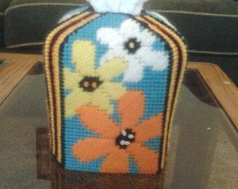 beautiful and unique daisy trio tissue box cover in plastic canvas