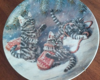 "Winter Scene Cat Collector Plate ""Kittens and Mittens"" Amy Brackenbury Holiday Decor"