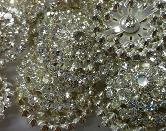 Swarovski Crystal Buttons in a row of 4 discs shanked (1)