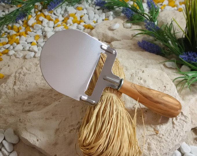 Cheese with handle olive wood/stainless steel unique