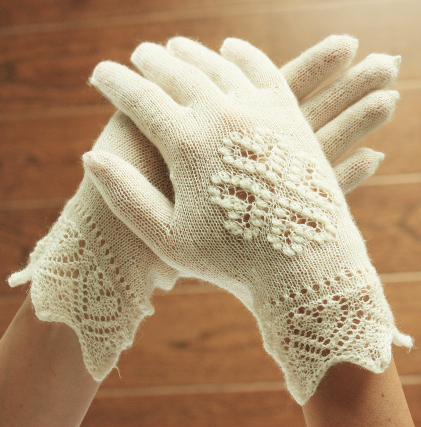 Lace Mittens Knitting Pattern : Hand-knitted gloves White Estonian Lace Bridal Gloves White