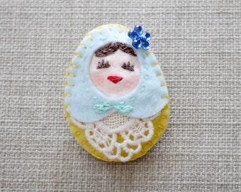 Happy Russian Matryoshka Felt Brooch, Felt Refrigerator Magnet, Felt Whiteboard Magnet (Small Size), Felt Toy, Felt doll, Felt Matryoshka