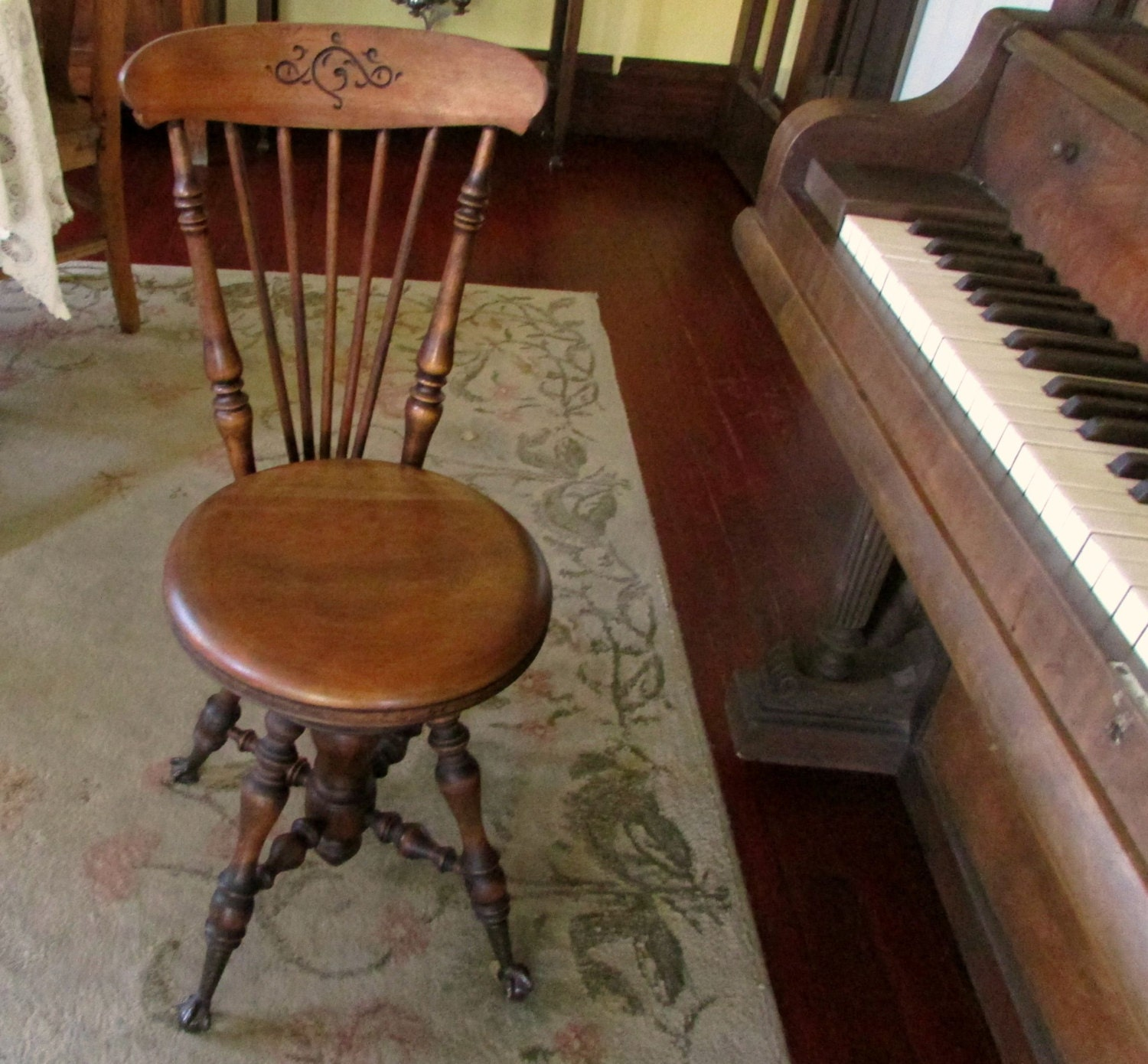 Antique piano chair -  Zoom