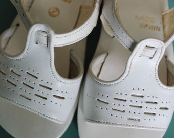 Baby Girl Sandals, Size 2, white sandals, kids shoes, vintage baby shoes, white leather sandals