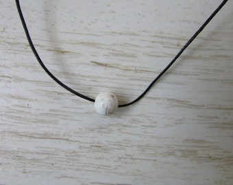 Leather Necklace, White Bead Necklace, Howlite Bead, Simple Bead Necklace, Teen Necklace, Minimalist Beaded Jewelry, Modern Necklace