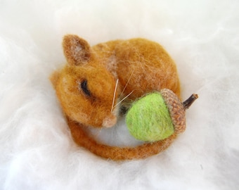 Needle Felted Mouse. Wool Felt Mouse. Cute Animals. Fall Decoration. Miniatures. Miniature Animal. Needle Felted Animal. Cute Mouse Sleeping