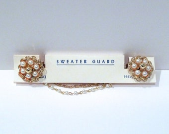 Pearl Cluster Sweater Guard Vintage Pearls with Gold Bead Center Sweater Clip Goldtone Faux Pearl Chain Double chain 1950s 1960s In box