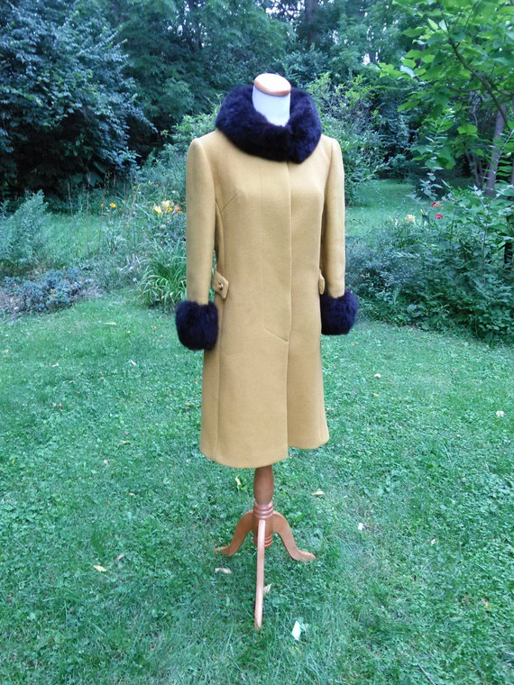 1960's ILGWU AFL CIO Ladies Coat / Retro Yellow Coat with Faux Fur Collar and Cuffs / 38 Inch Bust Chest / Size Large