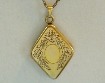 FREE SHIP Vintage Locket GF with Light Pink Fowers Kite Diamond Shaped with Chain Gold Filled Large