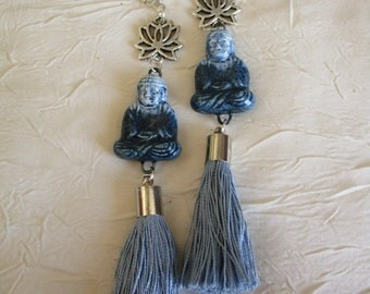 """Boucles d'oreilles pendantes en métal argenté et céramique """"Bouddha"""""""