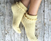 Summer woman socks, embellished with an elegant crochet bordure