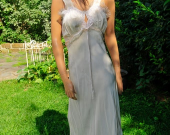 Vintage 1940 White Nightgown