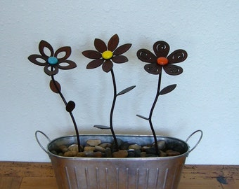 Metal garden art steel flowers with choice of colored glass center and pedal style