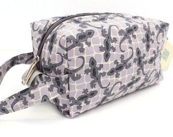 Knitting Boxy Project Bag, Box Bag, Small boxy bag, Knitting Project Bag.Sock Knitting bag. Terra Australis Gecko fabric. Crochet bag