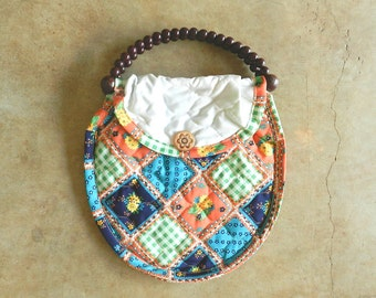 70's QUILTED BOHO PURSE - Country Hippie Chic / Wood Handles / Cute / Boho
