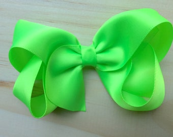 4 inch Lime green satin hair bow  - lime green satin hair bow, 4 inch bow, satin bow, boutique bows, girls hair bows, toddler bows