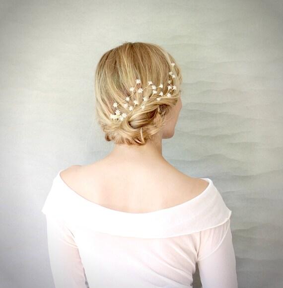 Articles similaires à Gypsophiles Ivoire fleur cheveux Vine Burst. Accessoire de cheveux de mariage. Couronne de cheveux gypsophiles.