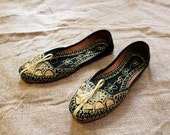 Embroidered Gold Sequin Boho Shoes ~ India ~ Pakistan ~ Festival Style