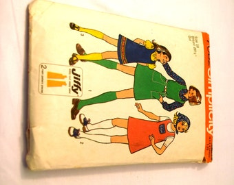 Vintage 1970s Simplicity 7062 girls Jiffy jumper and scarf sewing pattern