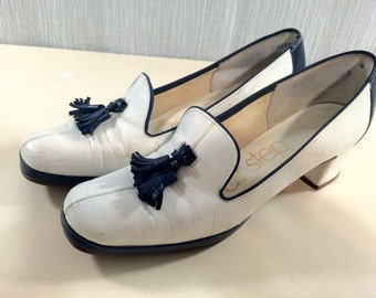 Vintage 60's Navy and White Leather Spectator Fringed Pumps by Air Step Ladies Size 6 1/2 AA