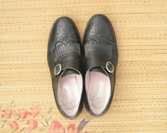 Black kiltie leather brogues. Black leather buckle up oxfords. Vintage black flat shoes.Black monk buckle shoes. Black flats. size 7 size 37