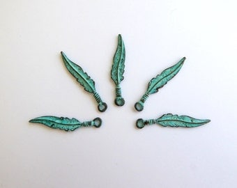5 x 25mm Mykonos Patina Feather Charms, Patina Findings, Patina Charms, Mykonos Findings, Feather Charm, Metal Feather Charms CHM0061