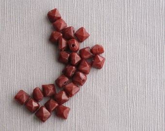 20pcs Maroon Faceted Pyramid Shaped Bead 7x6mm - Recycle - B 01RP 01 D