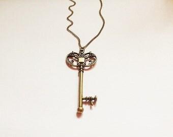 Vintage key necklace,key necklace,lucky necklace,everyday necklace , modern brass necklace, antique necklace, key jewelry, layer necklace