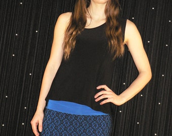 Blue short skirt made with stretch lacework