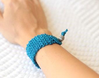 Flame blue/ turquoise minimal macramé bracelet metal bead