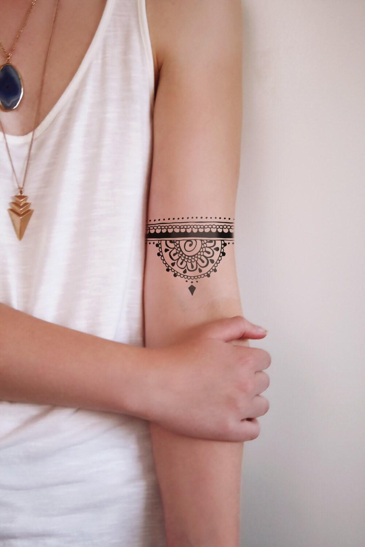 mandalas tatouages mandala and tatouages on pinterest. Black Bedroom Furniture Sets. Home Design Ideas