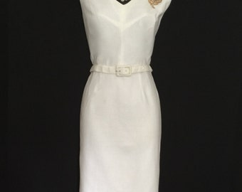 60's White Wiggle Dress    VG87