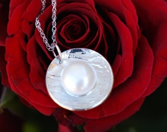 Sterling silver round pearl pendant