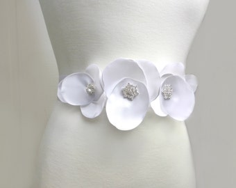 Bridal Flower Sash, Flower Bridal Sash, Wedding Belt With Rhinestones, White Wedding Sash, Flower Bridal Belt, Satin Bridal Rhinestone Sash