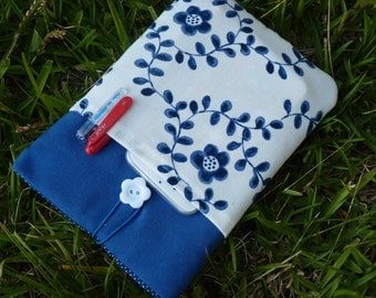 Kindle Fire pouch / Google's Nexus 7 Pouch / Galaxy Tab 7 cover / Fabric covered Nook HD 7 / Blue Case Pockets white flowers - Ready TO SHIP