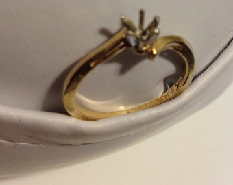 14K Gold Ring with Empty Setting