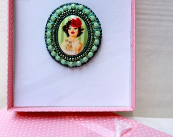 """Embroidered fancy /Une pin """"Pin-up"""" badge was hand"""
