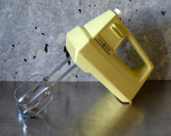 Vintage electric hand mixer 3 speed by general electric cat for Antique general electric mixer