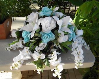Large bridal table centerpieces arrangement blue and white