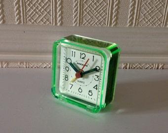 Lovely Stylish Vintage Travel Alarm Clock in Green