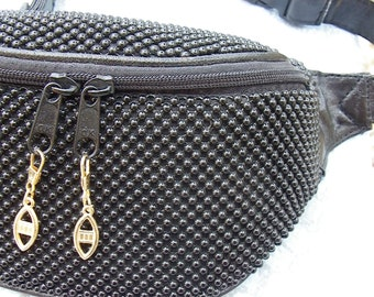 Fanny Pack all-in-black pearls