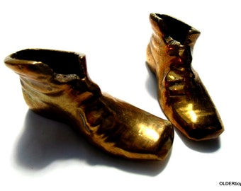 Vintage little BRASS SHOES, paperweight, brass paperweight shoes A00/003